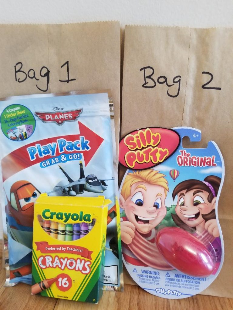Busy Bags for Traveling with Kids on Road Trips. Pack fun travel games and activities to keep kids happy while on road trips or airplane travel. #roadtrips #travelingwithkids #travelgames #travelactivities #busybags