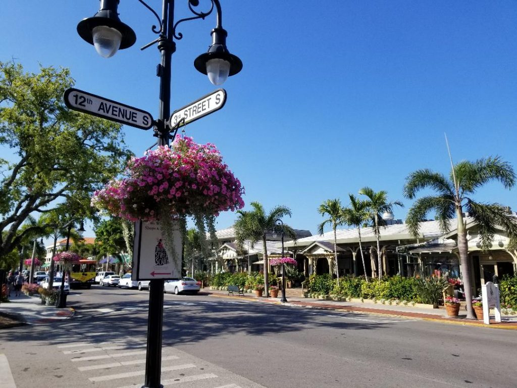 Naples Florida Best Restaurants and Stores on 3rd Street South. Stroll this cute street and enjoy some great food.