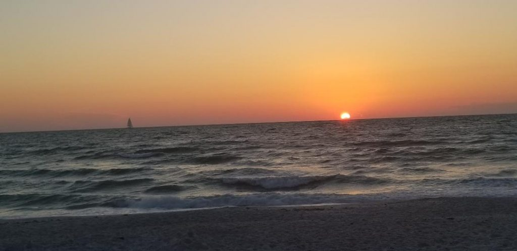 Naples Florida Sunsets are the best thing to do in Naples and their free!