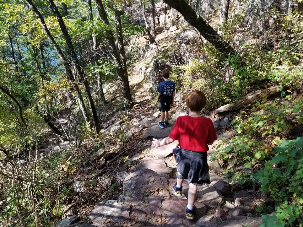 Hiking in Devils Lake Sate Park