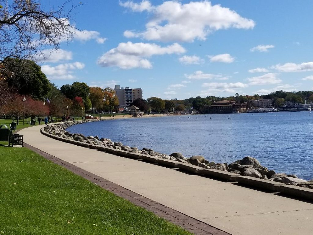 Fun Things to do in Lake Geneva Wi on the beautiful Lake Geneva Walking Path along the whole lakefront. Perfect place to stroll and gaze at the homes. #lakegeneva #resturants #thingstodolakegeneva #wisconsin #lakegenevawi