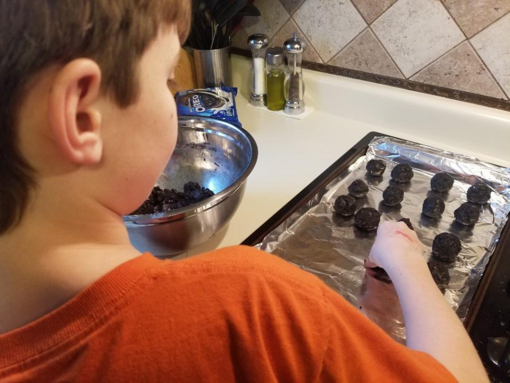 Things to Do on Staycation with Kids. Bake together or make a new dinner recipe.  #staycation #thingstodowithkids #entertainingkids #kids