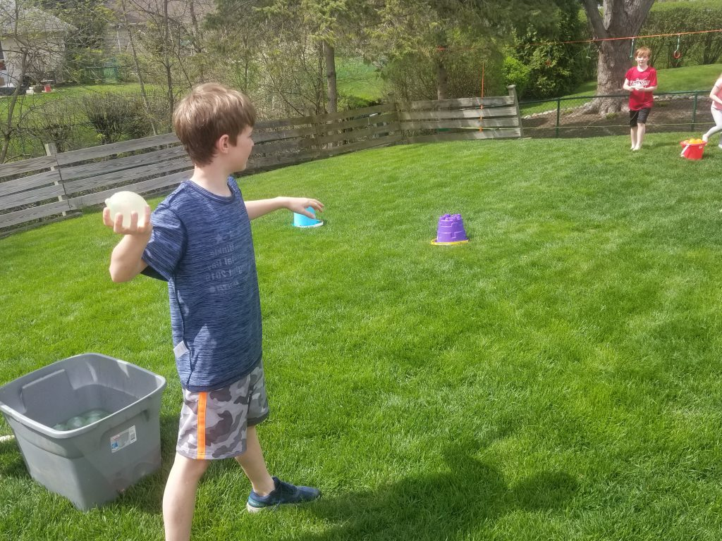 Water Balloon battle for kids. How to set up a backyard water balloon games.