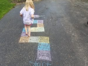 Fun Chalk Games for Kids to keep kids entertained at home. #outdoorgames #kidsgames #chalkgames