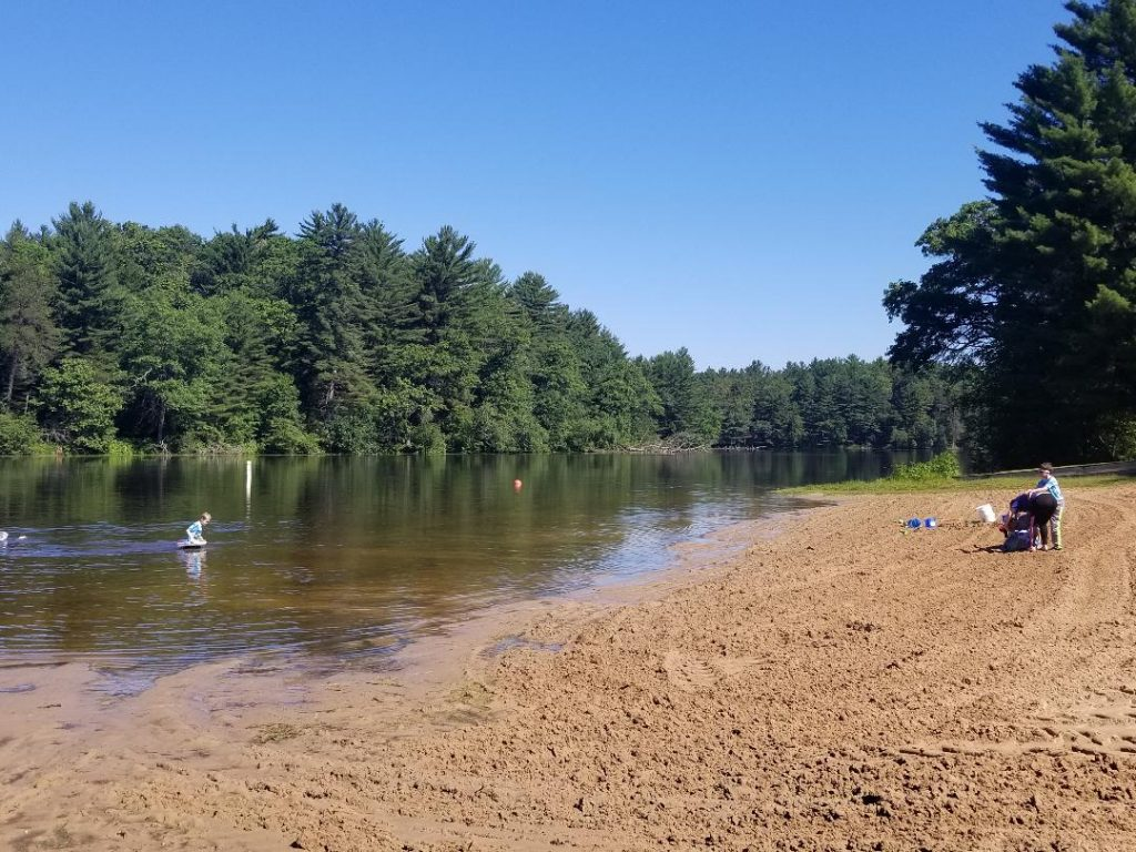Mirror Lake State Park in Wisconsin Dells is a perfect for hiking, swimming, boating and fishing with kids. #wisconsin #wisconsindells