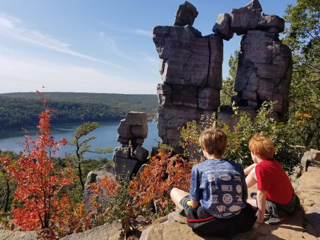 HIking Devil's Lake is a fun thing to do in Wisconsin Dells for Families.