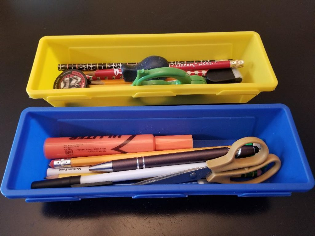 Keep pencils & pens organized with these Dollar Tree holders.