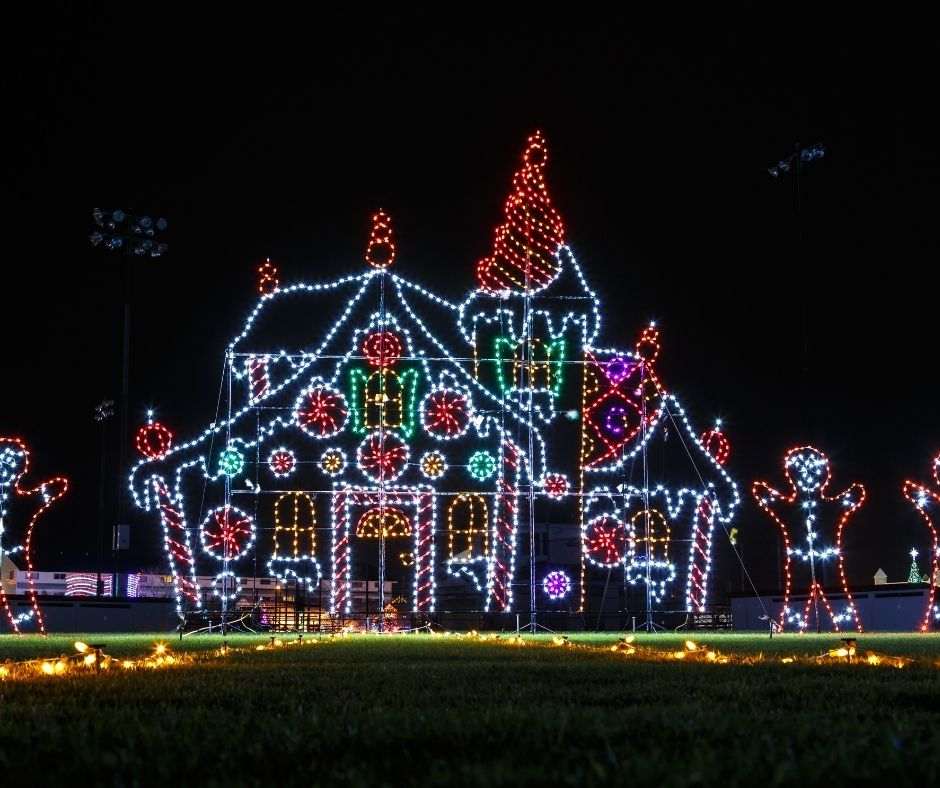 Christmas Light Displays - A fun way to celebrate the holidays.  #lightdisplay #christmaslights #holidaylights #christmasactivity