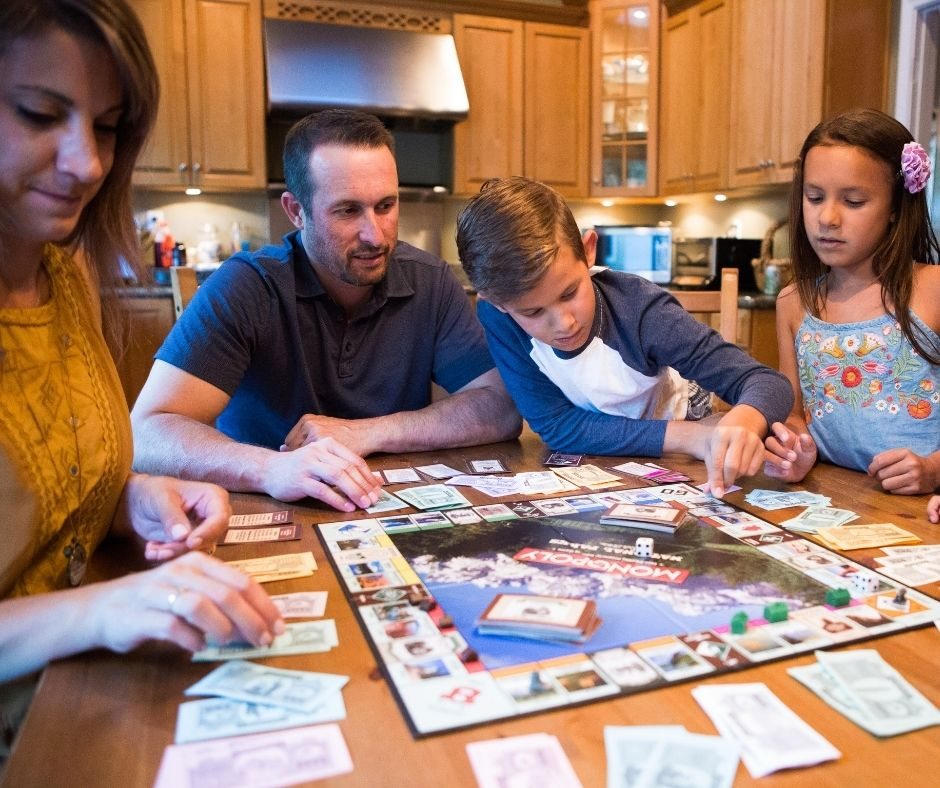 Family Game Night Ideas for the Holidays. #christmas #familygame #gamenight #holidaygames