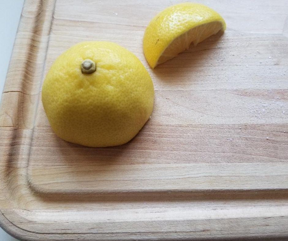 This Lemon hacks will get your cutting boards clean.