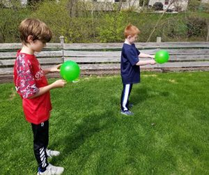 Balloon Spoon Race Game for Kids - Great Party Game for Kids at Birthday parties or backyard BBQs