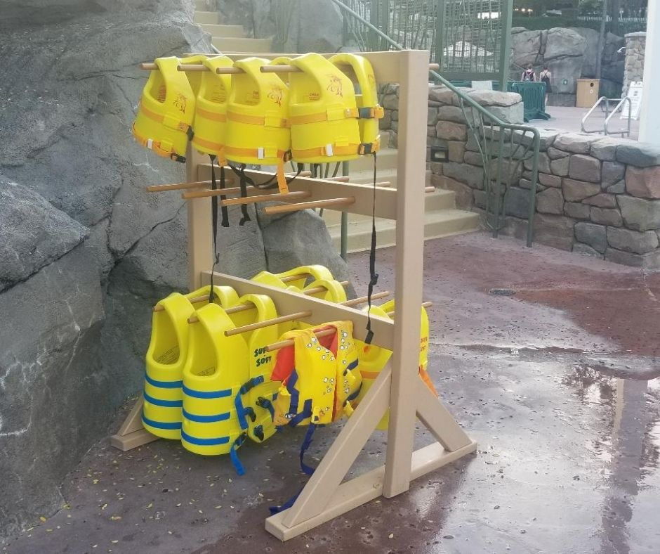 Life vests are available for kids at Saratoga Springs Resort Pools.