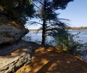 HIking Trails along the Illinois River in Starved Rock State Park. Fun family weekend getaway near Chicago.