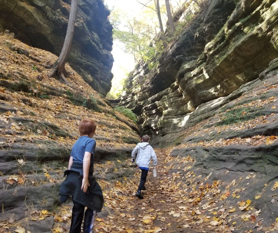 Hiking Starved Rock State Park on the Illinois River. Great family hiking location not far from Chicago.