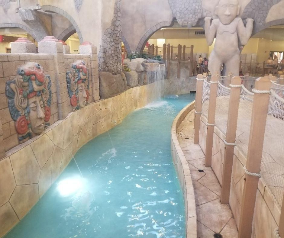 Chula Vista Los Rios Indoor Lazy River at the water park. A fun family water park in Wisconsin Dells.