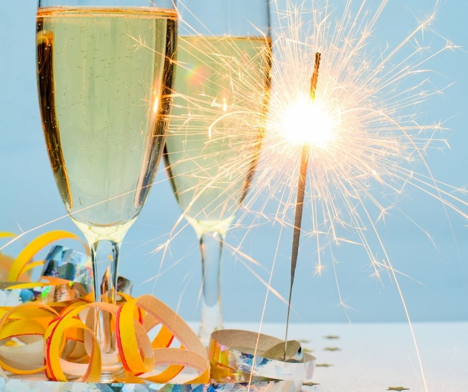 Making a Champagne or Sparkling Apple Cider Toast is a New Years Eve tradition that can't be missed.